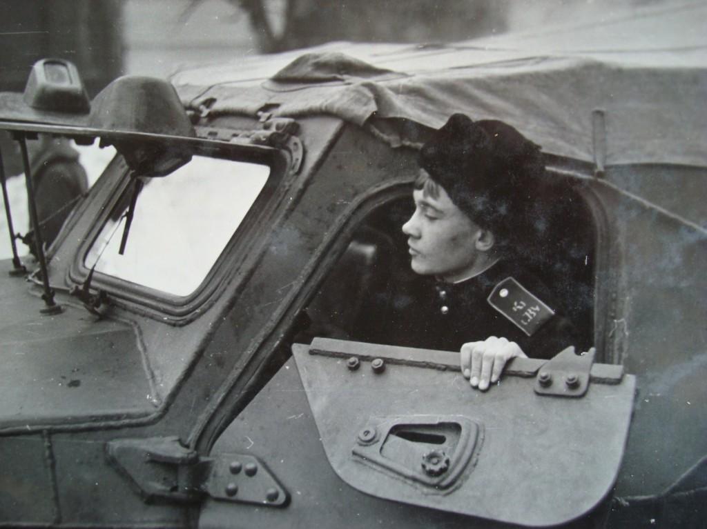 В этом БТР-152 над лобовым водительским стеклом торчала застрявшая пуля